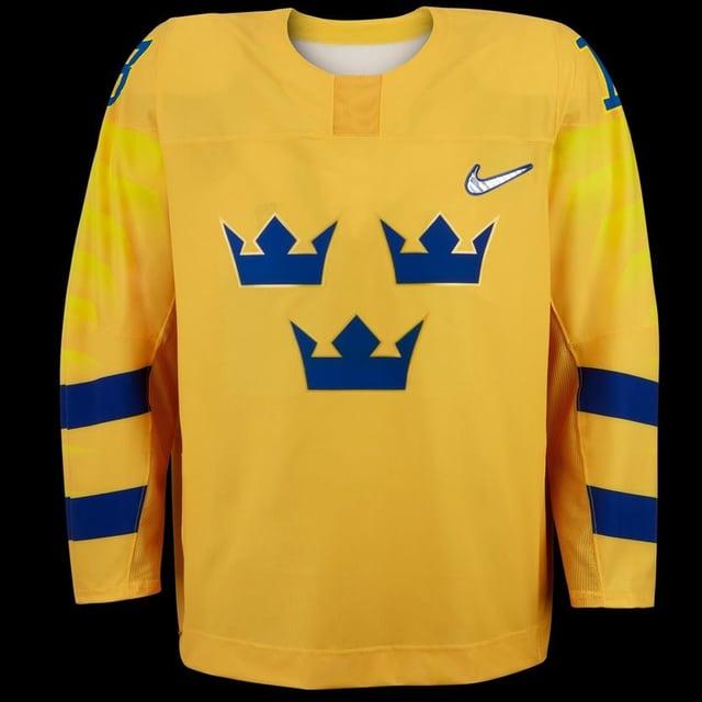 Die Schweden treten klassisch in gelb und mit den drei Kronen in blau an.