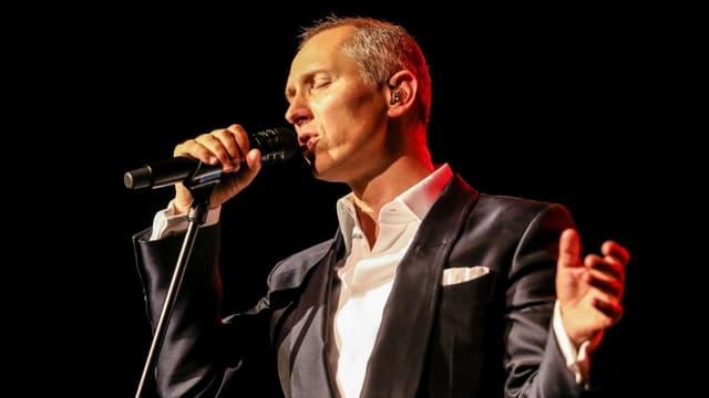 Helmut Lotti singt.