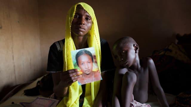 Ina mumma mussa ina fotografia da sia figlia, sper ella sesa in mat