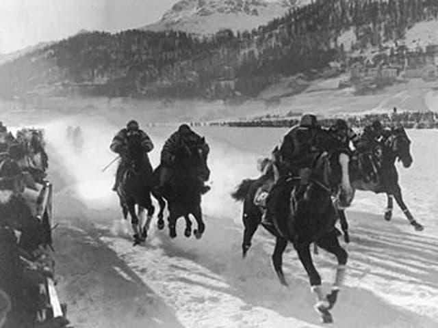 Das Pferderennen auf dem See in St. Moritz bei den Winterspielen 1928.