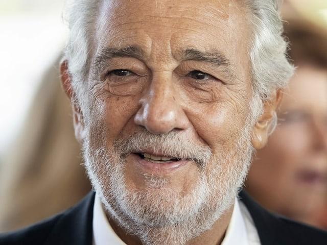 Aktuelles Bild von Domingo im Anzug.