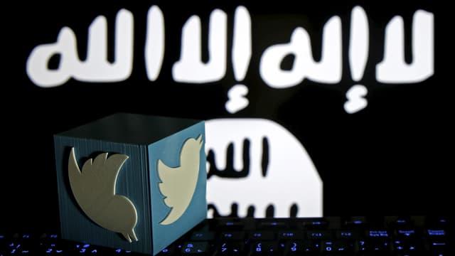IS-Logo und Twitter-Symbol vor Laptop.