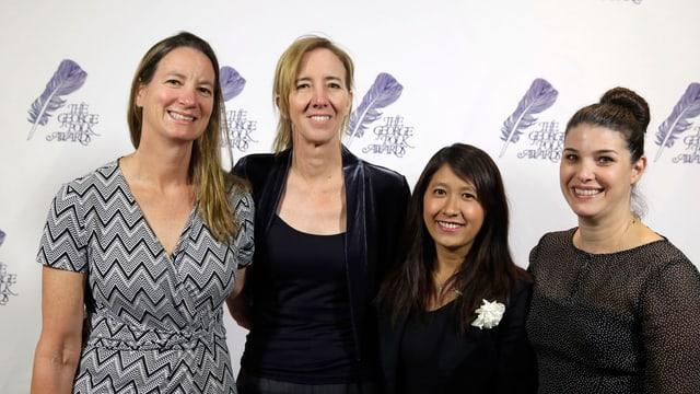 Die vier Gewinnerinnen der AP stehen nebeneinander und schauen in die Kamera.