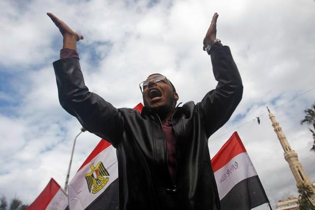 Ein Mursi-Anhänger auf den Strassen von Alexandria.