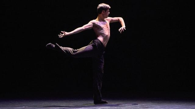 Ausschnitt aus dem Solotanz  «Äffi» von Choreograph Marco Goecke.