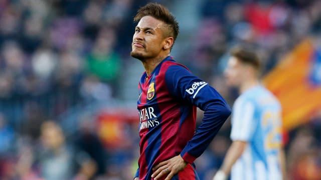 Barcelonas Neymar ärgert sich nach der Heimniederlage gegen Malaga.