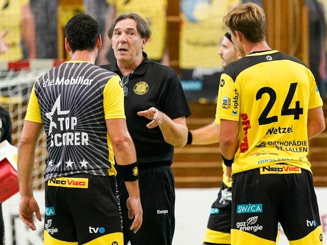 St. Otmar-Trainer Zoltan Cordas und seine Schützlinge.