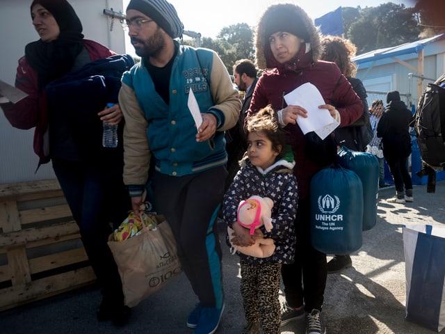 Eine Familie in einem Flüchtlingslager.