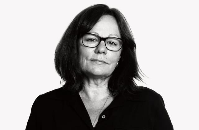 Schwarzweiss-Porträt der Autorin Andrea Gester
