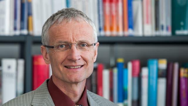 Ueli Hartwig il rectur da l'Academia Engiadina a Samedan