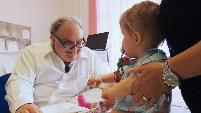 Video «Der Kinderchirurg - Tausendsassa auf verschiedenen Bühnen» abspielen