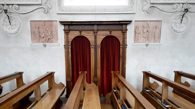 Beichtstuhl in der Kirche Bürglen.