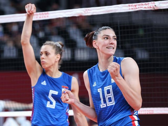 Die serbischen Volleyballerinnen (hier Mina Popovic und Tijana Boskovic).
