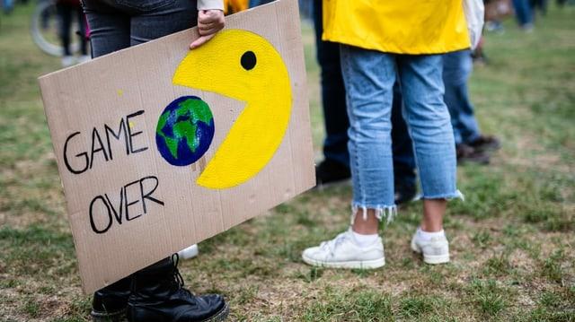 Activists dal clima cun placat.