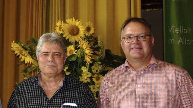 Silvio Albin (san.) e Curdin Casaulta (dre.) durant la festa da cumiau per Silvio Albin.
