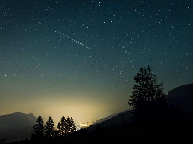 Ein Sternenhimmel über der Stadt.