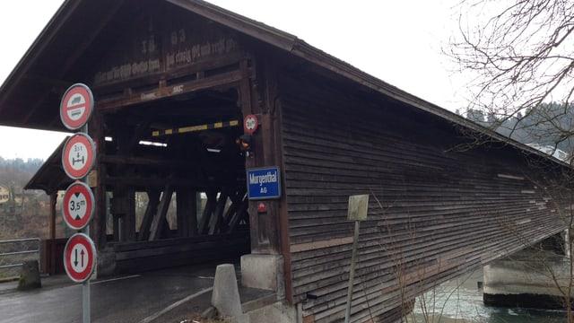 Holzbrücke über die Aare, fotografiert von der Fulenbacher Seite her.