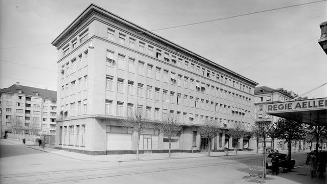 Eine alte Fotografie des Hauptsitzes.