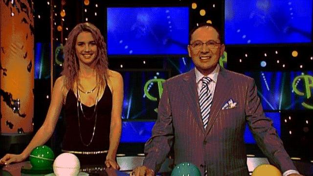 Kurze Szene aus der Schweizer Samstagabend-Show «Benissimo», in der Showmaster Bernhard Thurnheer per Telefon einen Millionengewinn verspricht.