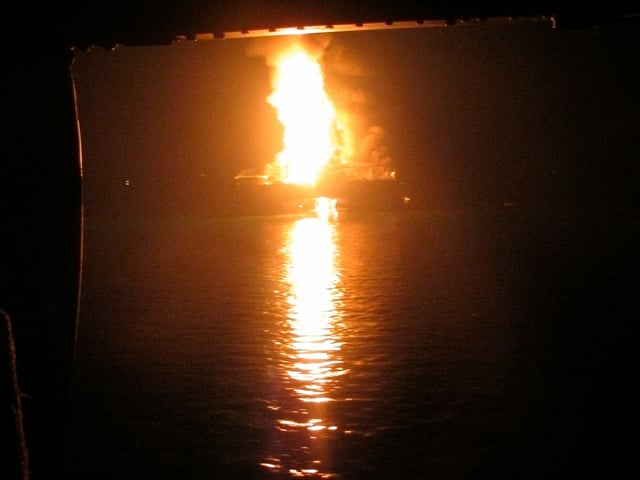 Brennende Ölplattform