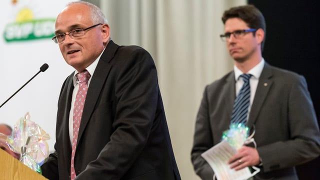 Pierre Alain Schnegg im Vordergrund, Lars Guggisberg im Hintergrund.