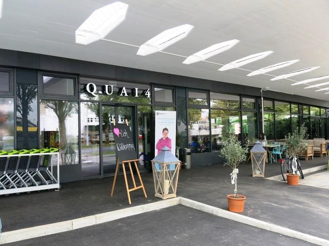Der Eingang zu den Quai-4-Betrieben.