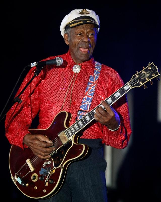 Chuck Berry cun ghitarra