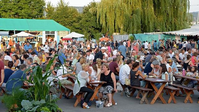 Viel Publikum am Spektakel - auch die Restaurant- und Barbetreiber sind zufrieden.