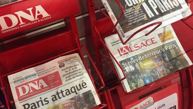 Zeitungen in einem Zeitungsständer
