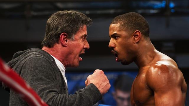 Filmszene: Rocky und Adonis Johnson schreien sich im Ring an.
