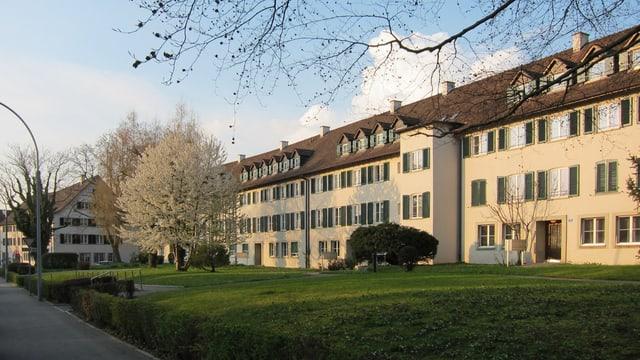 Eine Häuserreihe in Riehen