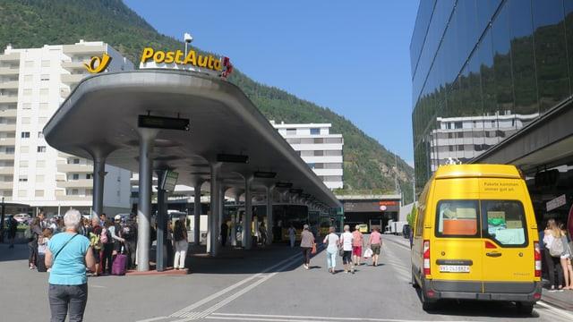 Vor dem Neat-Bahnhof ist ein modernes Busterminal mit 14 Stationen entstanden.