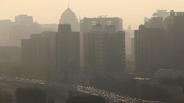 Smog während der Rushhour in Peking am 11. Juli 2013.