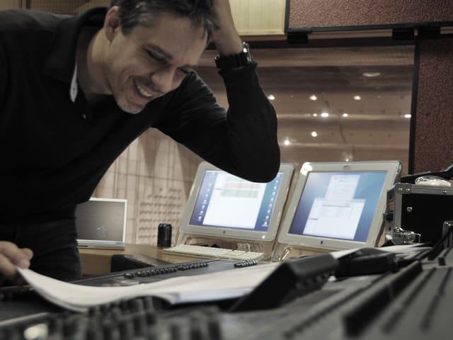 Fabian Römer im Aufnahmestudio