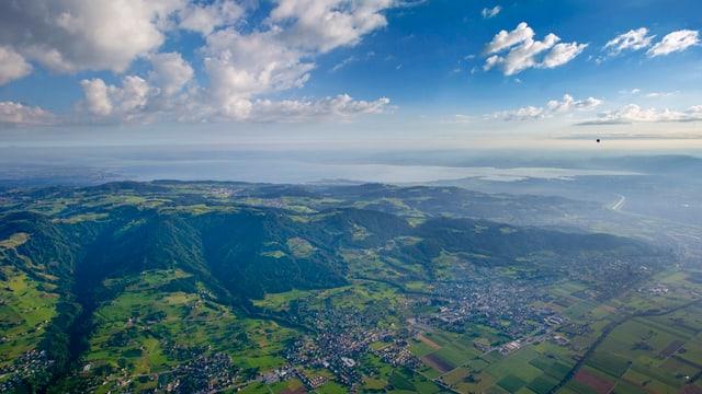 Blick aus einem Heisluftballon auf die Ostschweiz und den Bodesee