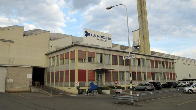 Das Fabrikgebäuder der Alu Menziken