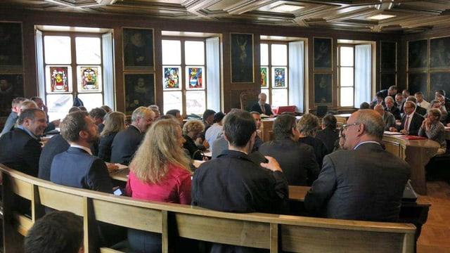 Nidwaldner Landrätinnen und Landräte während der Sitzung im Rathaus in Stans.