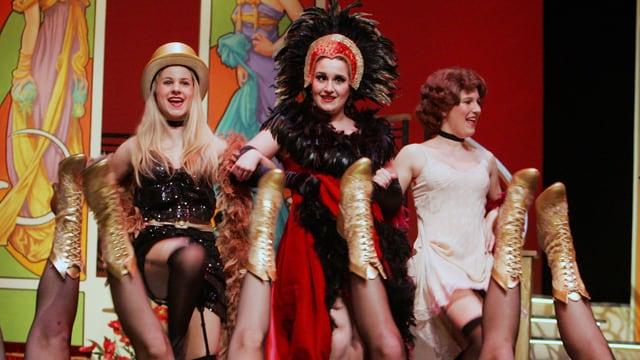 """Cabaret Tänzerinnen aus dem Stück """"Die lustige Witwe"""" am Theater Arth"""