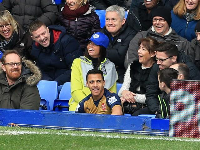 Alexis Sanchez sitzt bei den Everton-Fans.