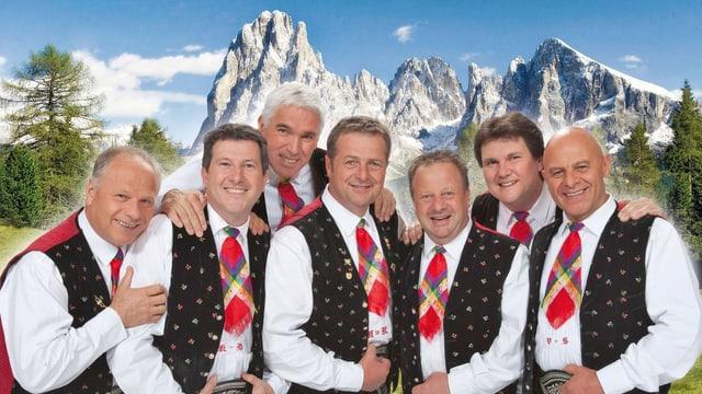 Sieben fröhliche Musikanten in weissen Hemden mit bunten Krawatten.
