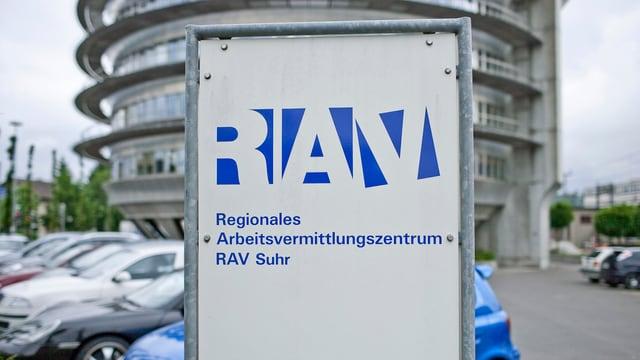 Ein Schild auf dem RAV steht