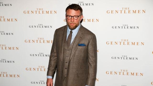 Guy Ritchie posiert vor der Premiere von «The Gentlemen» für die Fotografen.
