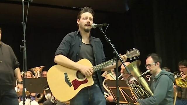 Dario Hess cun sia chanzun «Da da me cor».