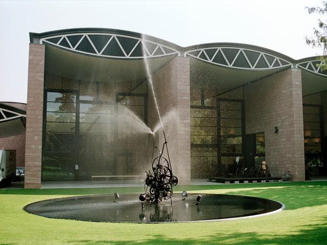 Brunnen vor dem Tinguely-Museum in Basel.