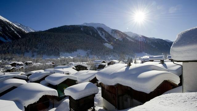 Dorf mit Schnee