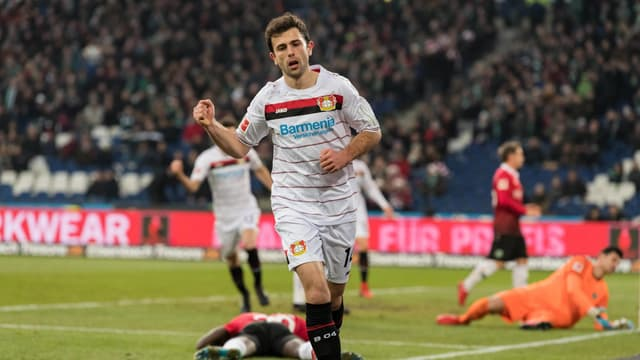 Admir Mehmedi bejubelt seinen Treffer zum 2:2.