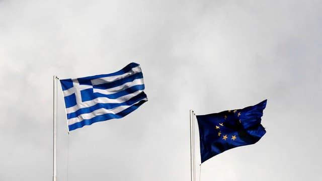 Griechische und europäische Flagge nebeneinander