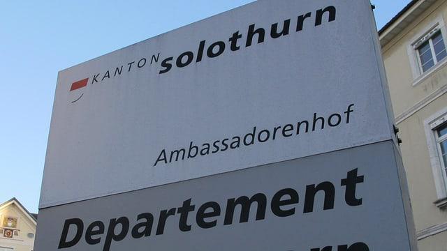 Hinweisschild zum Departement des Innern des Kantons Solothurn.