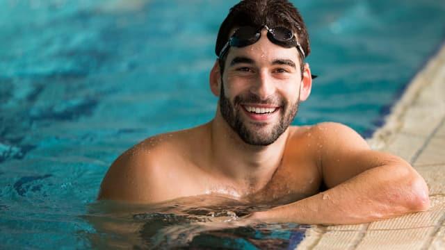 Portrait, im Wasser, mit Schwimmbrille