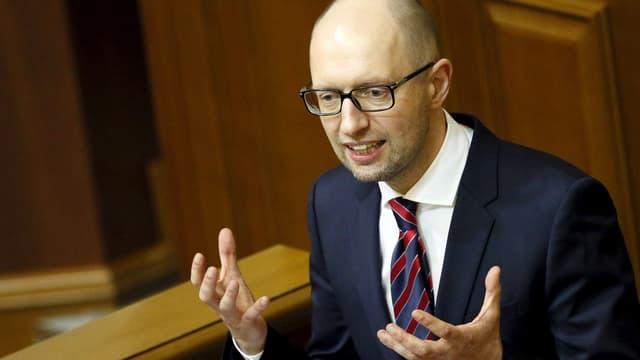 Il primminister ucranais Arseni Jazenjuk sa retira.